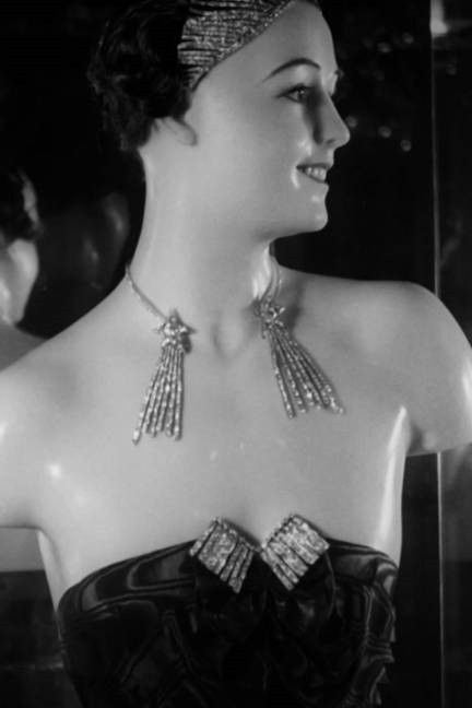 Chanel 1932 Collection - Comète neclace - Design by Gabrielle 'Coco' Chanel - Photo Courtesy of Chanel - @~ Mlle