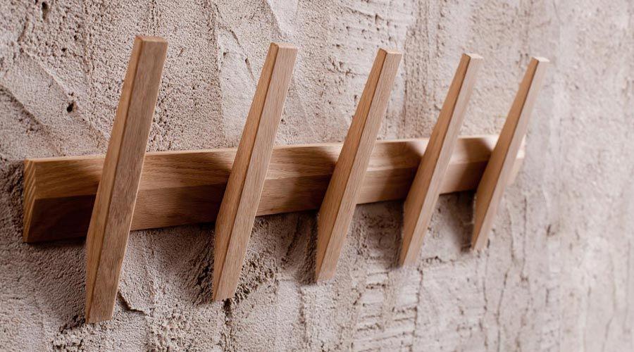 design garderobenleiste aus holz yogastudio pinterest. Black Bedroom Furniture Sets. Home Design Ideas
