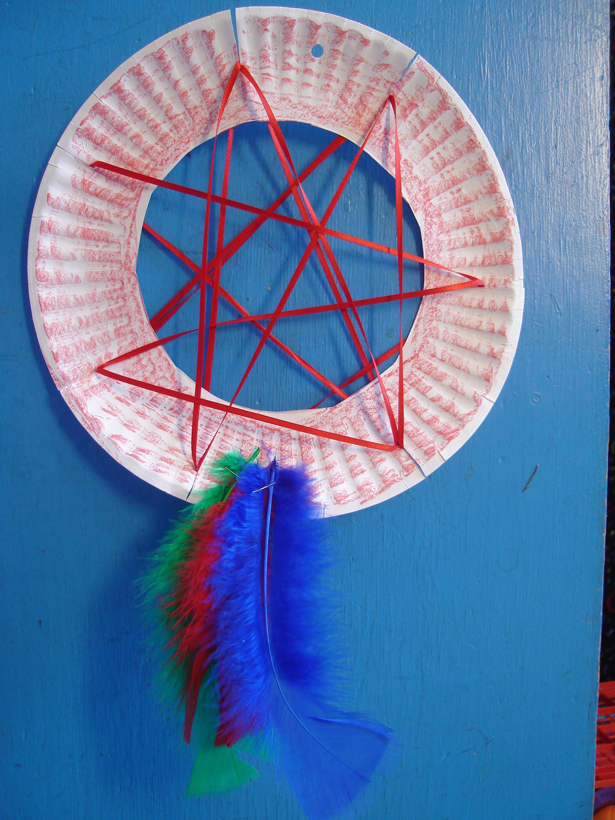 Paper plate dream catcher easy fun craft for kids for Easy to make dream catchers