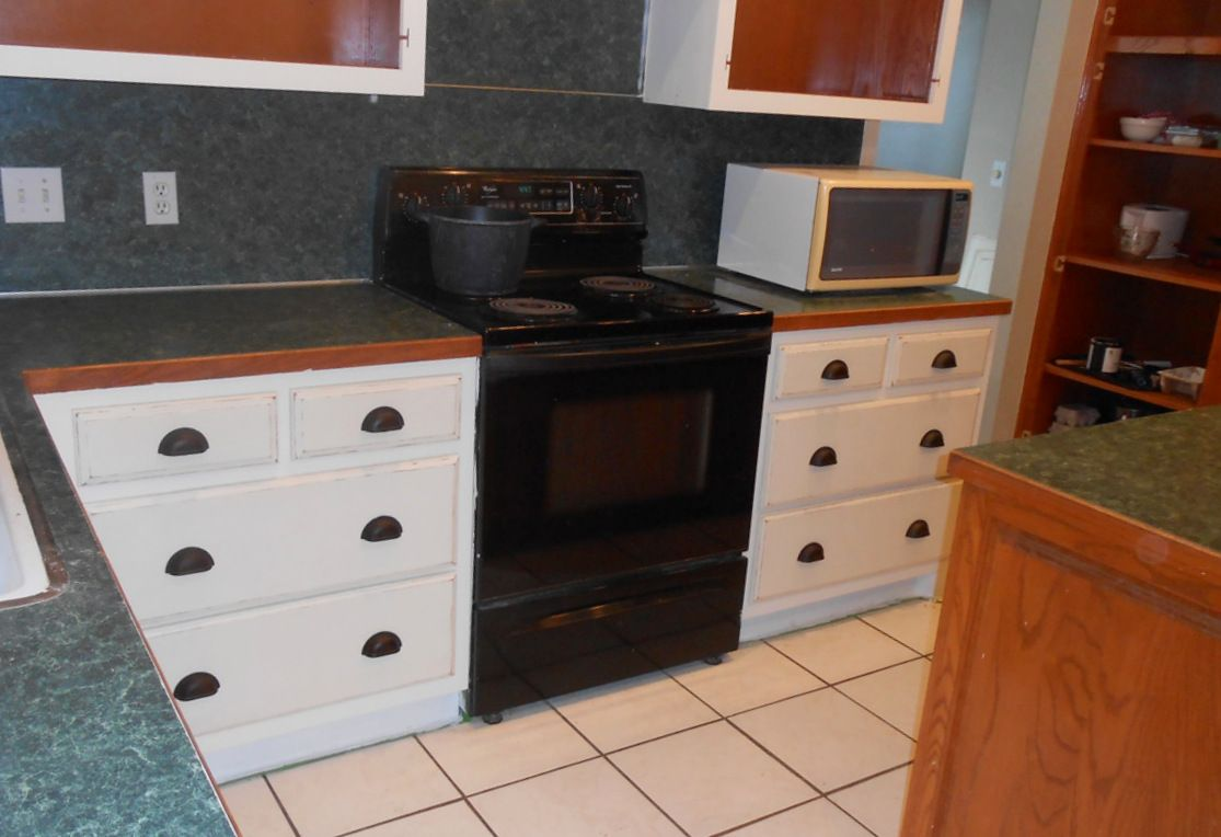 Painting Oak Kitchen Cabinetry with Chalk Paint (drawers ...