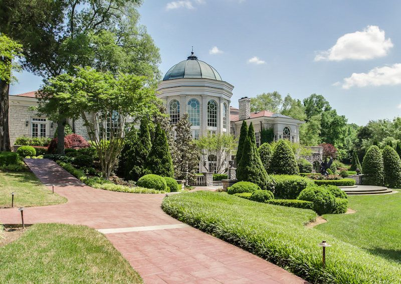 Imposing Manor In Murfreesboro, Tennessee | Ogród | Pinterest ...
