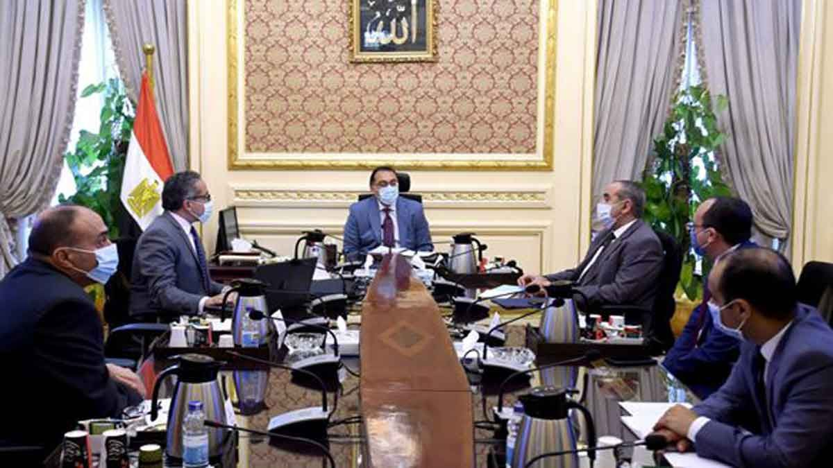 رئيس الوزراء يناقش خطة استئناف حركة السياحة الخارجية والطيران Home Decor Decor Home