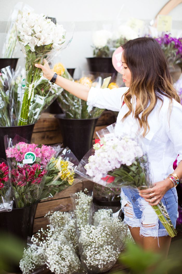 Making flower arrangements with grocery store flowers pretty making flower arrangements with grocery store flowers song of style mightylinksfo Images