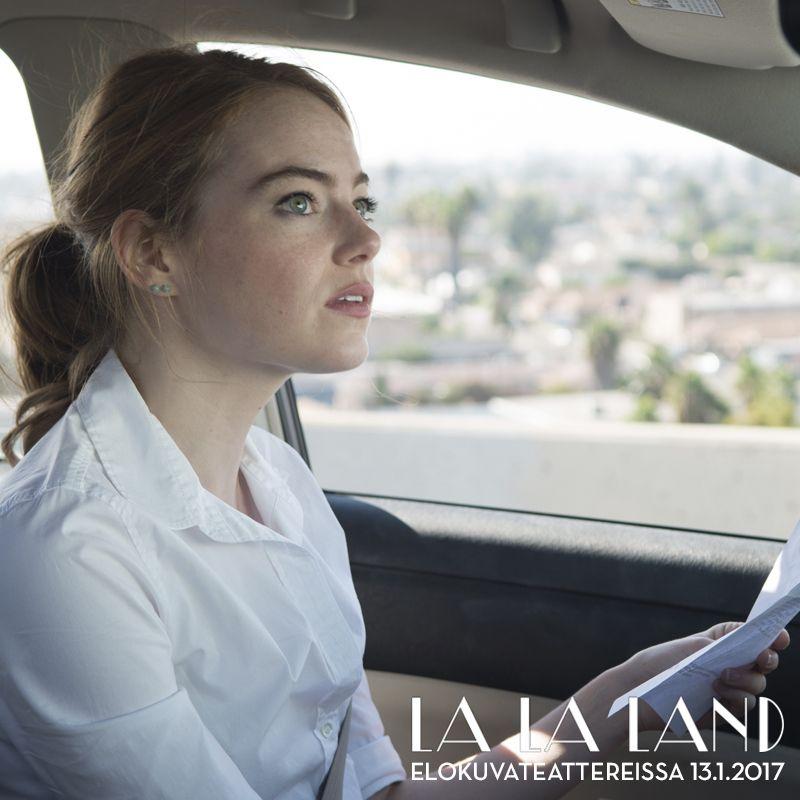 Unelmat on tehty saavutettaviksi! La La Landissa Miaa näyttelevä Emma Stone palkittiin viime yönä parhaan naispääosan Screen Actors Guild Awardilla. Onnea!  LA LA LAND elokuvateattereissa nyt @nordiskfilmfinland