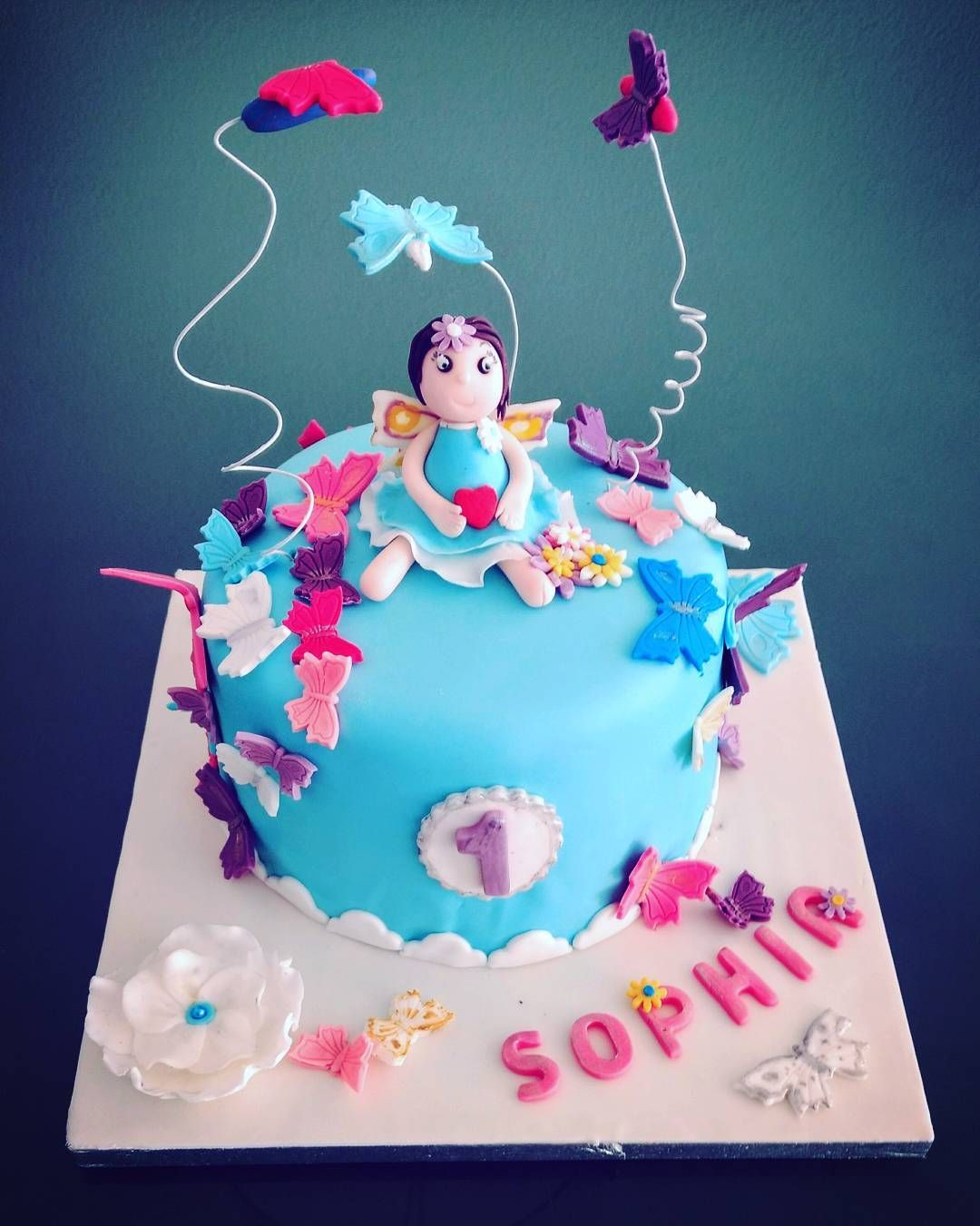 """Mi piace"": 28, commenti: 2 - Dana Draghici (@dandanaglutenfree) su Instagram: ""#butterfly again! #cake inspired by a little wonderful princess Sophia! Happy First Birthday sweet…"""