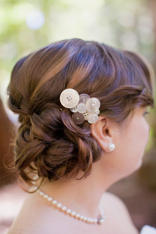 Awesome idea I will put this on my craft list to do! Button barrette