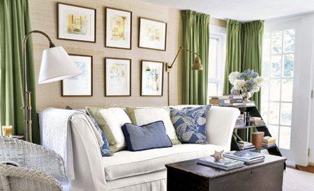 Cortinas verdes en paredes y muebles claros