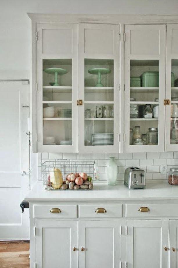 this white kitchen with vintage brass hardware is beautiful - My Friday Five DIY Ideas Pinterest Kitchen, Kitchen Remodel