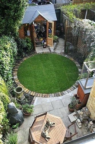 Circular Garden Edging A Circular Lawn With A Brick Border 400 x 300