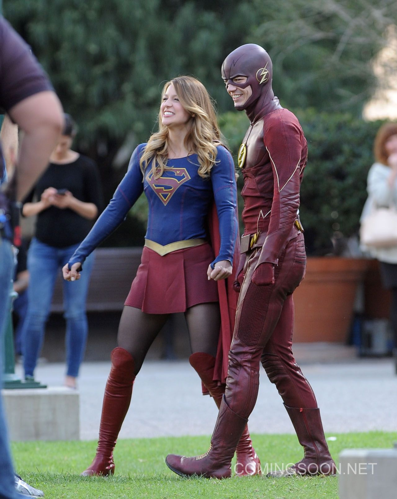 Flash And Supergirl Crossover Photos From Los Angeles Supergirl