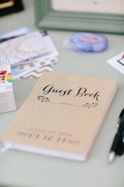 Libro guest book con tipografa elegante httpzankyoug el libro de firmas tradicional ha pasado a la historia y ahora la mayora de los novios eligen detalles muy originales y creativos en esta galera altavistaventures Image collections