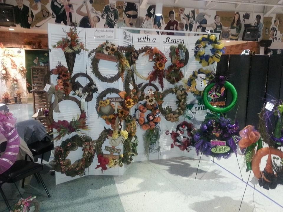 Wreaths With A Reason Craft Show Display For Wreaths Crafty