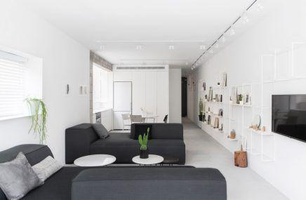 Smal lang appartement met een wit modern interieur jochie jochie