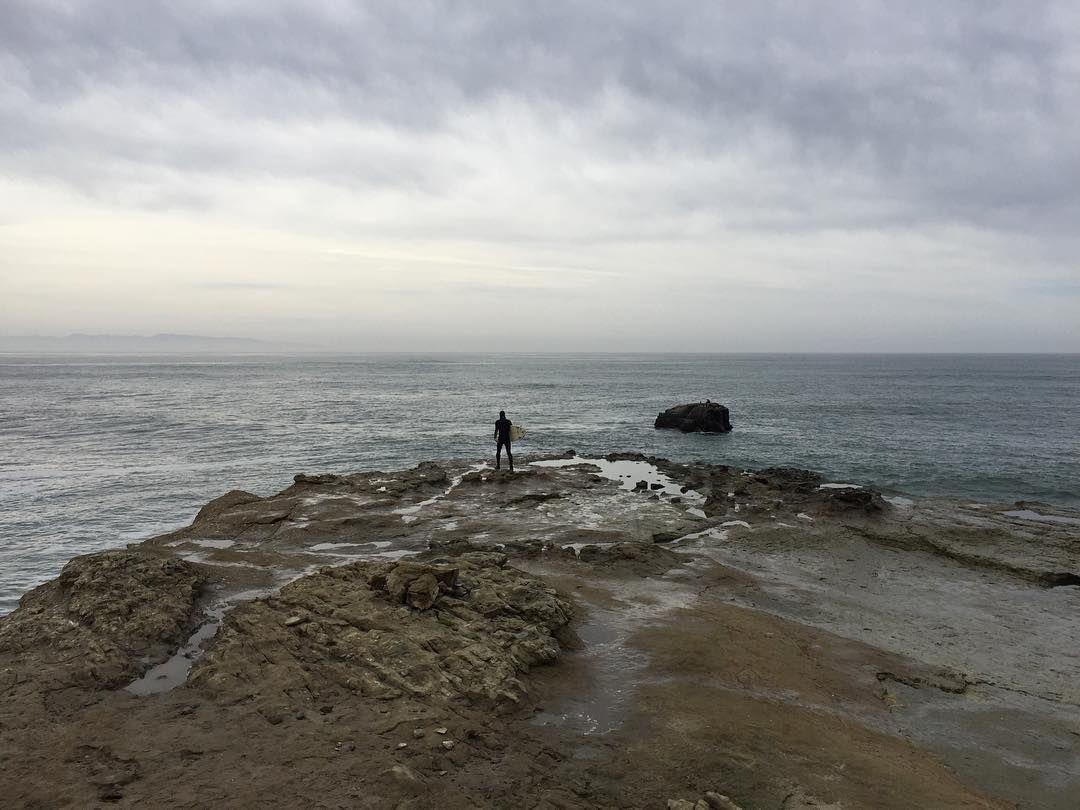 Santa Cruz CA: About to take flight #surfing #SantaCruz #SteamersLane #california #pacific #surfer @surfer_magazine @redbull_surfing @wsl by je_sed