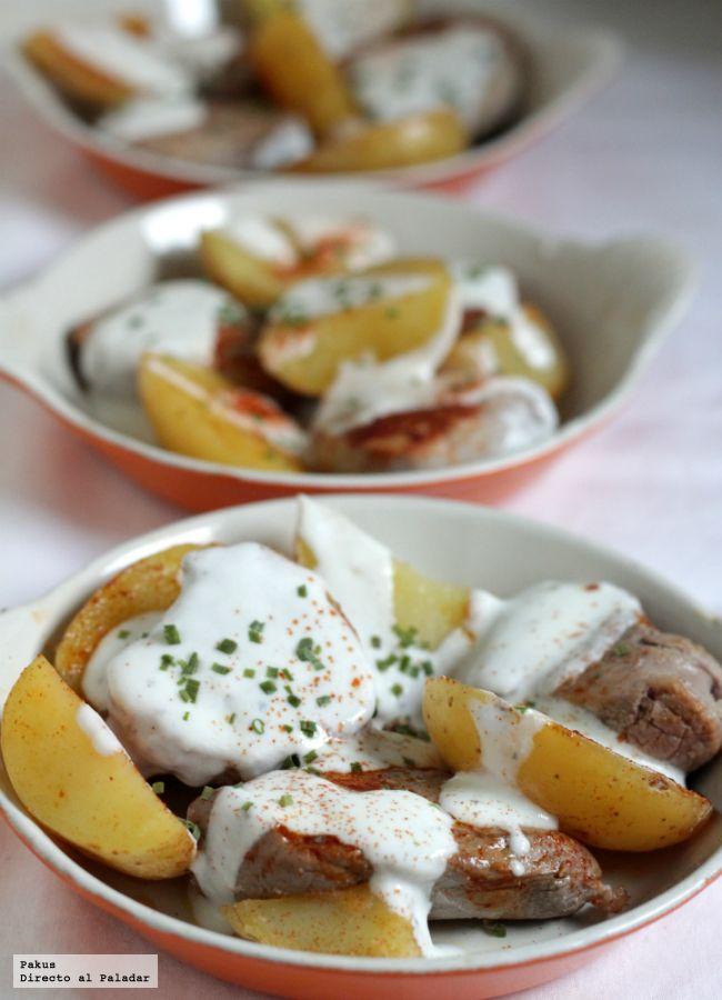 Medallones De Solomillo De Cerdo Con Pimentón Y Salsa De Yogur Receta Receta Solomillo De Cerdo Salsa De Yogur Recetas De Solomillo
