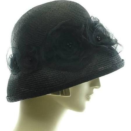 femmes avec chapeaux en paille