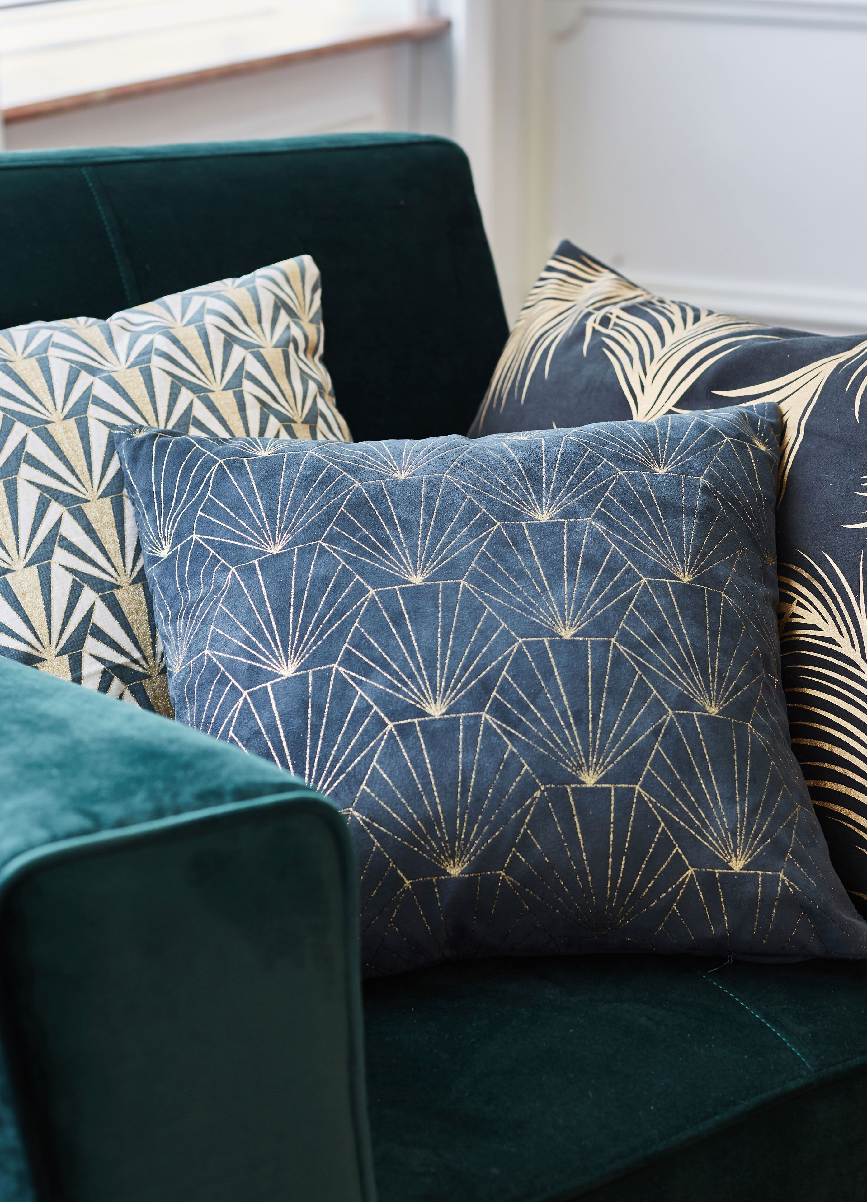 Hixou Coussin A Motifs Pailletes Decoration Deco Maison Alinea Avec Images Pouf En Tissu Canape Angle Coussin
