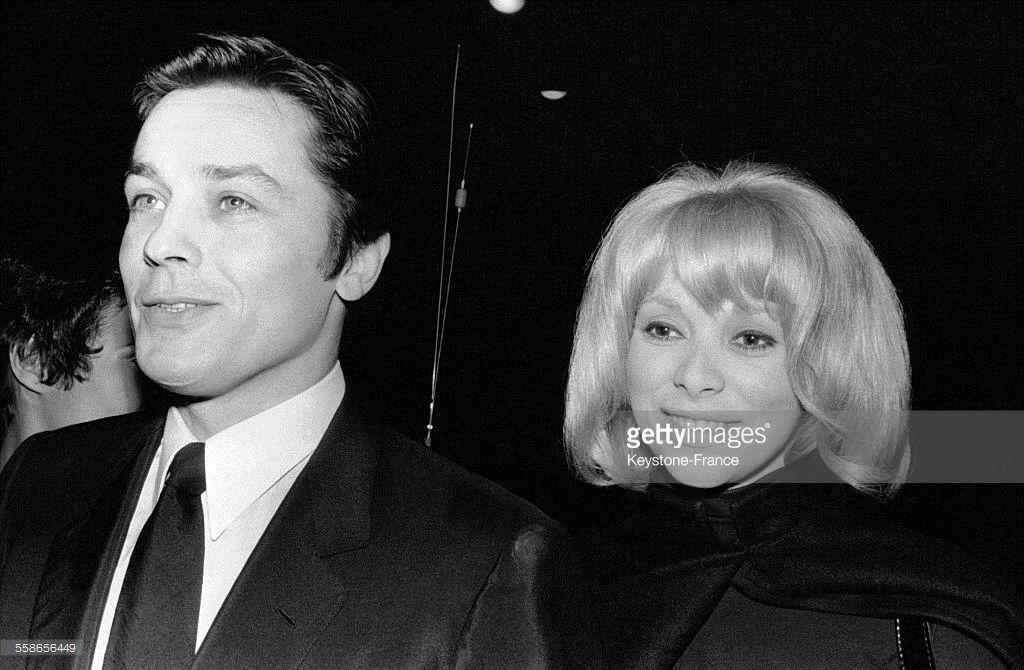 Portrait d'Alain Delon et Mireille Darc, en France, circa 1980.