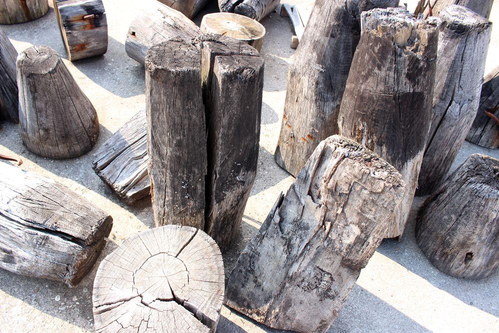 Le punte dei nostri pali di Briccola, direttamente da Venezia. #briccola #oak #dezotti #venicememories #venice #madeinvenice #wood