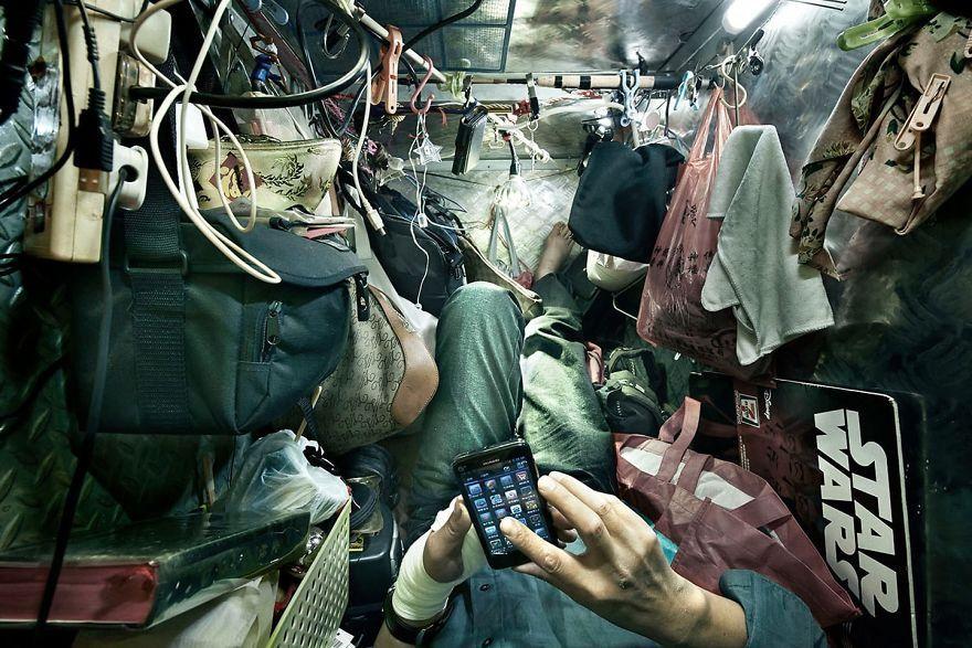 Vivir en 2 metros cuadrados: impactantes fotografías de cubículos ataúd de Hong  Kong - Cultura Inquieta | Hong kong, Metro cuadrado, Fotos