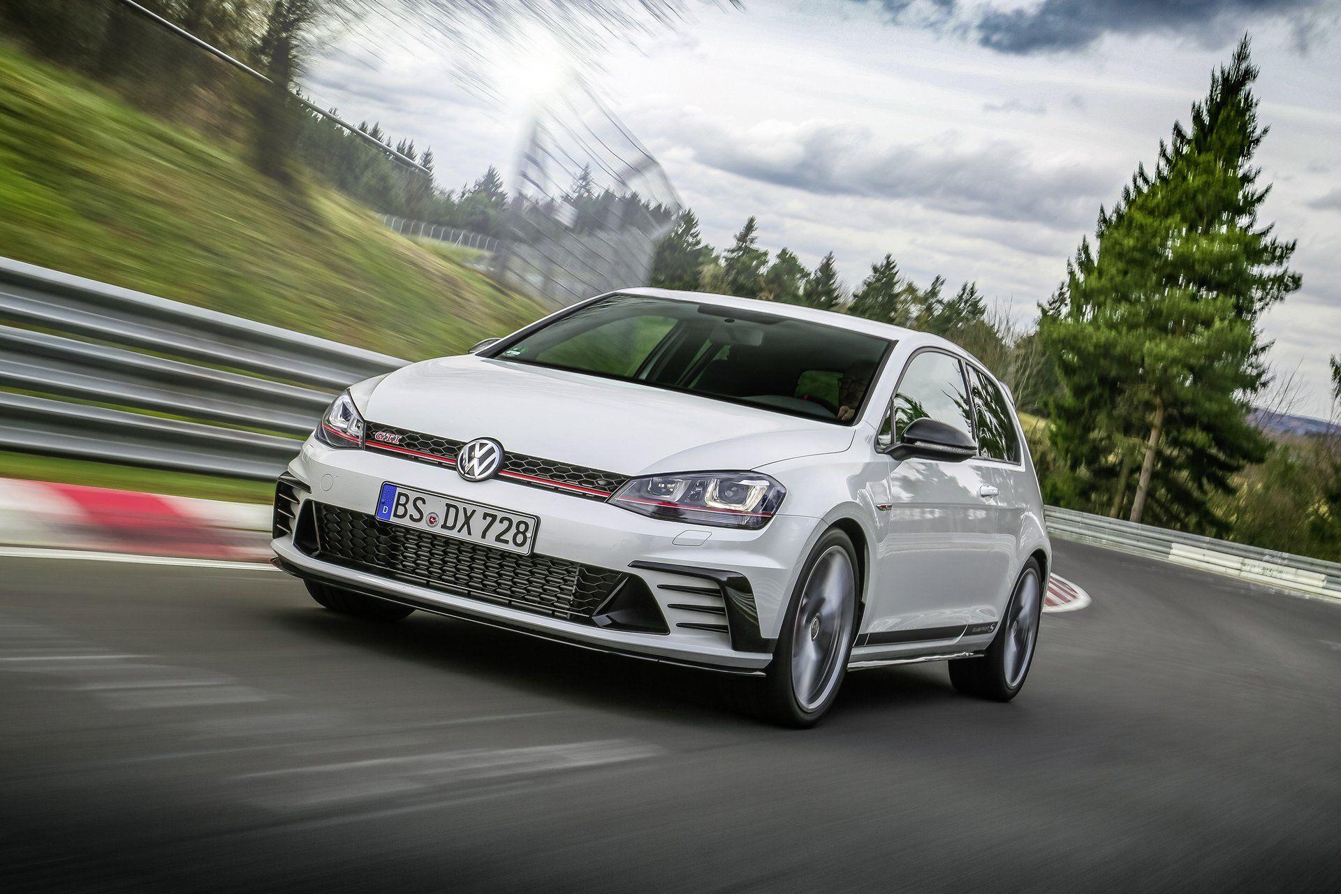 New Volkswagen Golf Gti Clubsport S Breaks Nurburgring Record Golf Gti Volkswagen Golf Gti Volkswagen Golf