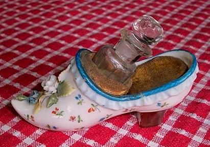 *Perfume bottle in shoe. Circa 1900.  The shoe has a repaired crack , the glass  perfume bottle is slightly chipped, but it is  still very nice looking for its age. 1900