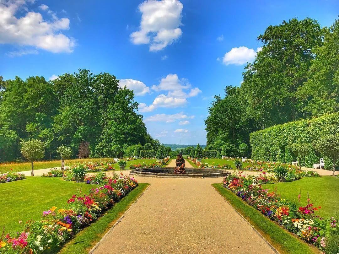 Bluhende Blumen Vor Dem Neuen Schloss In Der Eremitage Wer War Denn Schon Dort In Diesem Sommer Und Wer Von Euch Kommt Den Instagram Bayreuth Instagram Posts