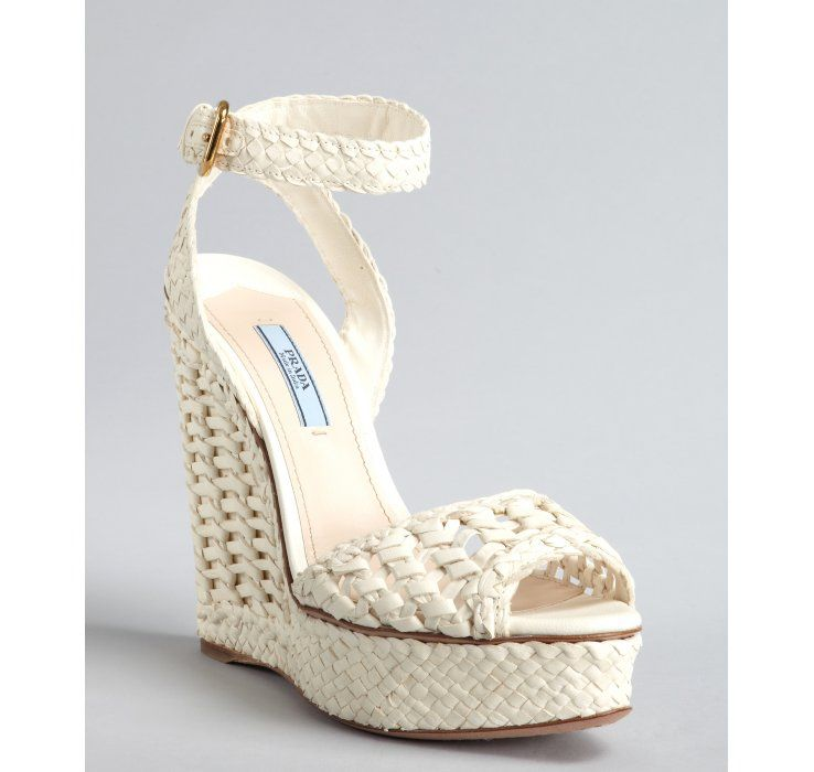 Perfect Beach Wedding Shoes For Short Brides With Lots Of