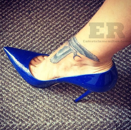 Rihanna Gets Falcon Ankle Tattoo Entertainment Rundown Rihanna Tatuagem