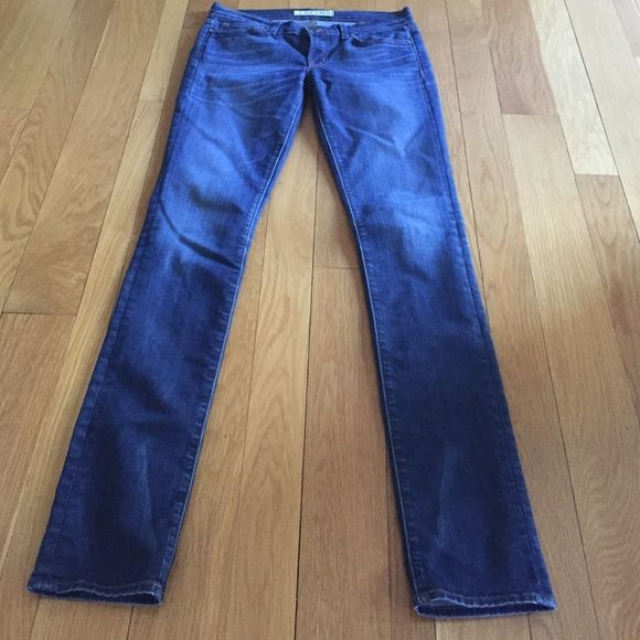 EUC J Brand Pencil Leg Skinny Jeans Excellent condition pencil leg medium wash skinny jeans. Always air dried so no visible signs of wear or discoloration. Make an offer! J Brand Jeans Skinny