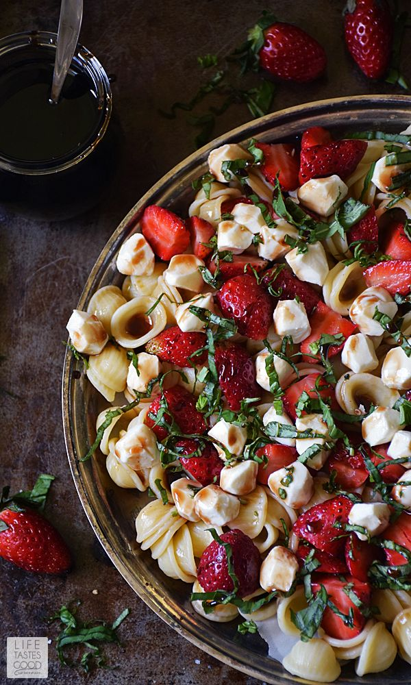 Strawberry Caprese Pasta Salad | by Life Tastes Good is a twist on the traditional Caprese Salad. Instead of tomatoes, I used sweet Florida strawberries for a refreshing change to this classic flavor combo! #SundaySupper #FLStrawberry