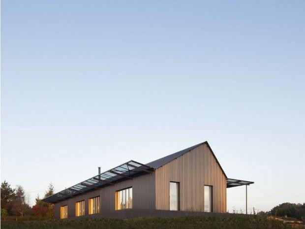 Tôle noire et intérieur bois clair sur une colline de Dordogne