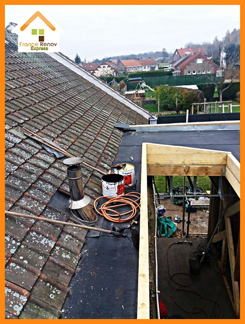 Création d'une toiture d'extension plate avec revêtement bitumineux et châssis de toit pour ...