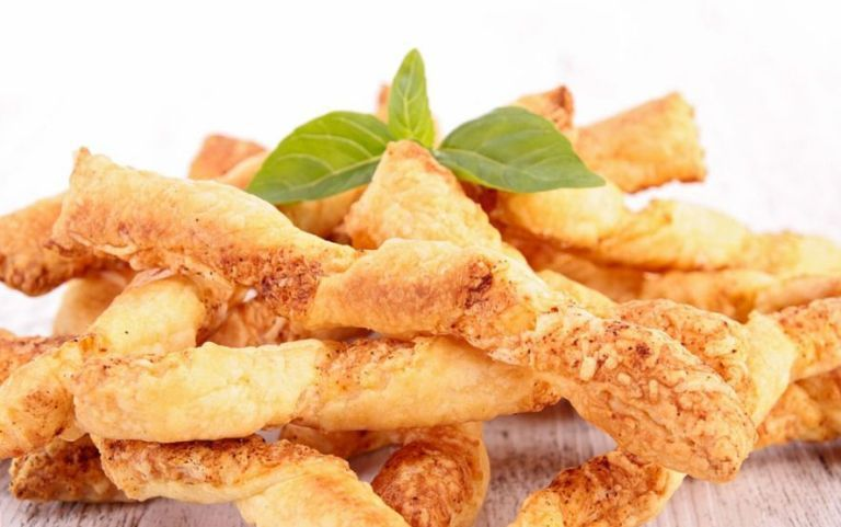 طريقة عمل اصابع البف باستري بالجبنة طريقة Recipes Cheese Straws Recipe Cheese Puff Pastry