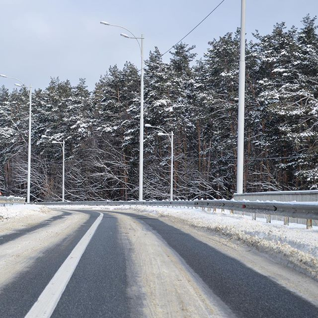 Winter road #kyiv #ukraine #greentourua #tour #trip #travel #transfer #traveling #tripadvisor #road #snow #reisen #resa #voyage #viajes #viajar #viaggio #giro #旅行 #ツアー #ウクライナ #여행사진 #여행중 #여행 #우크라이나 #도로 #道路