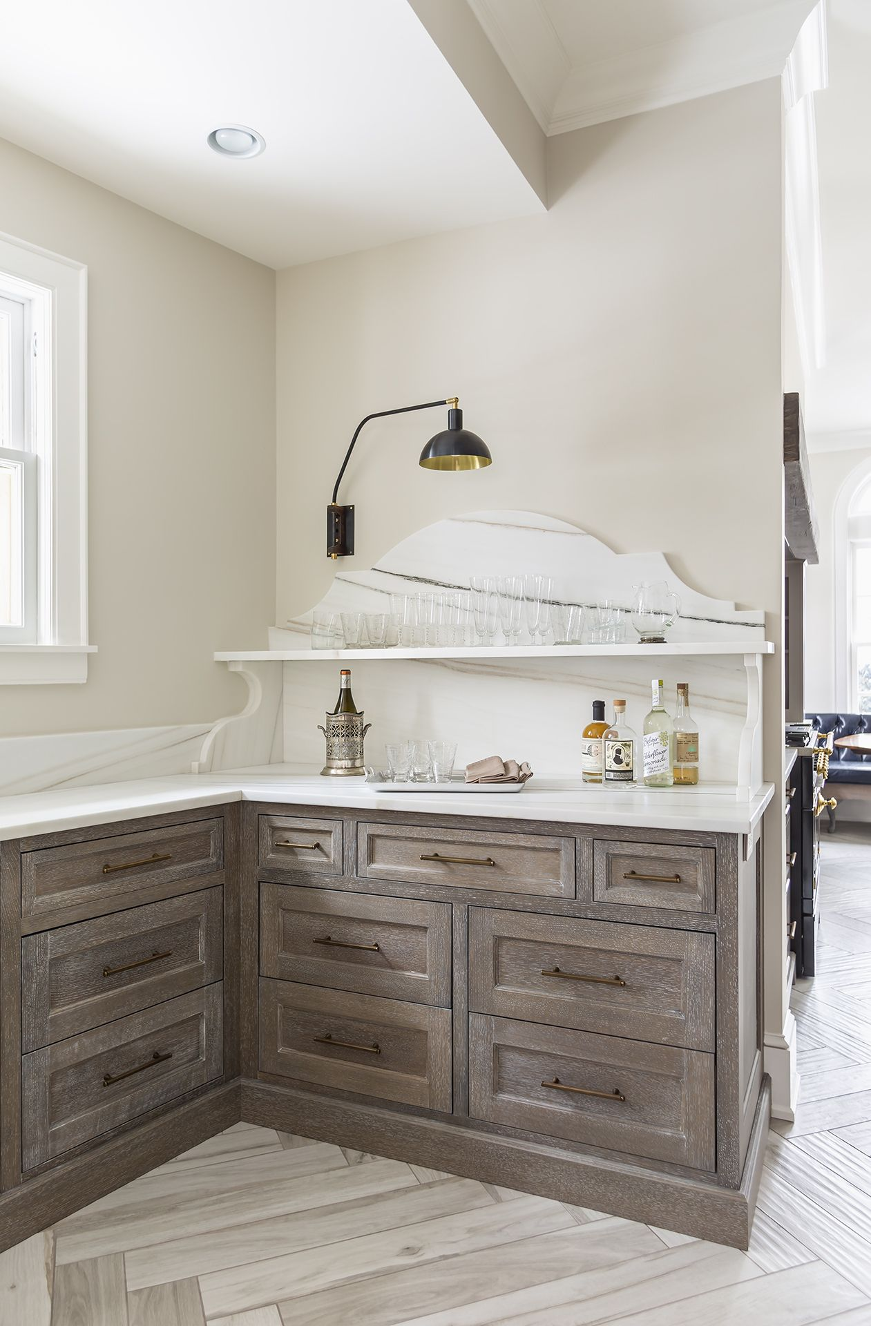 Gorgeous softer white kitchen wall color benjamin moorewinds