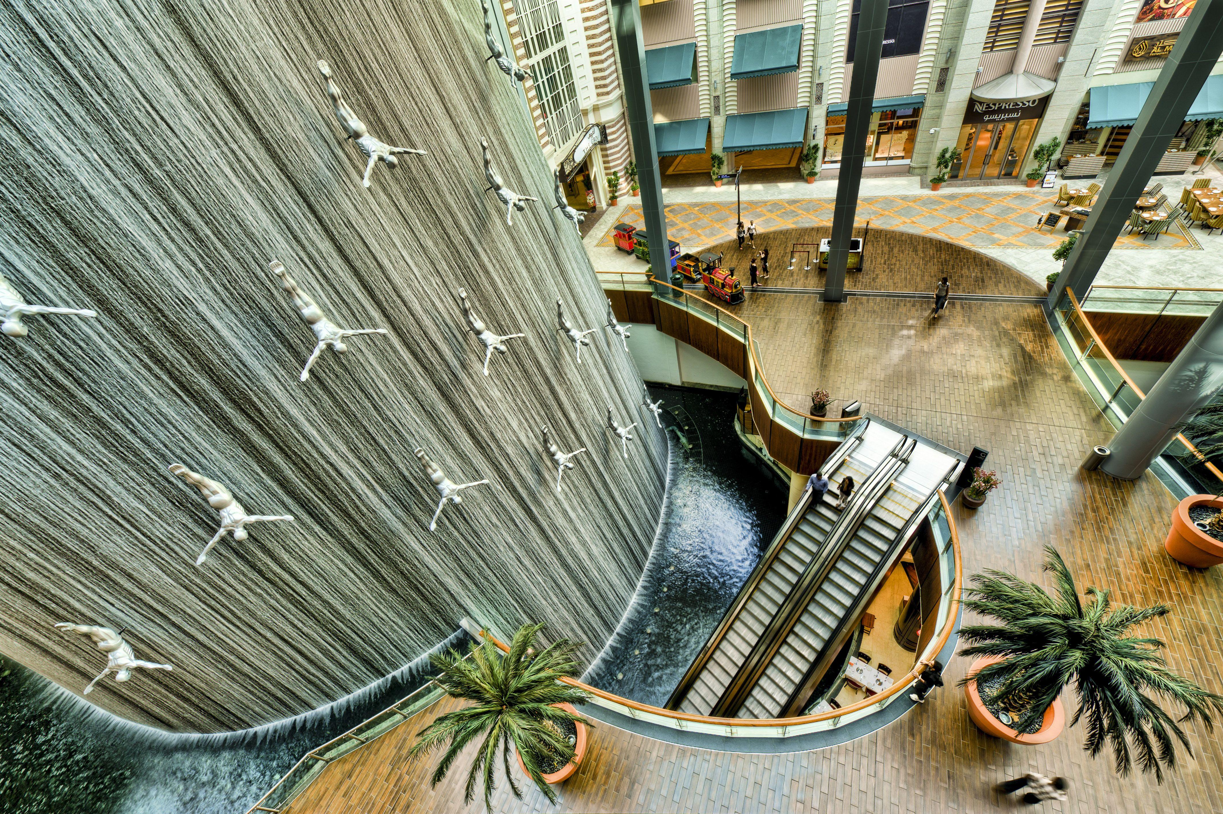 Things to do at Dubai Mall   13. The Human Waterfall