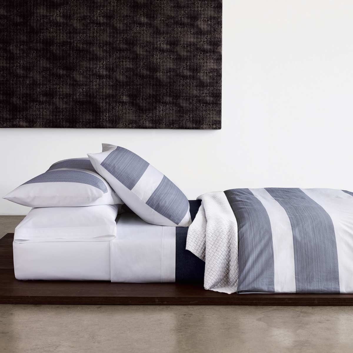 Calvin Klein Bettwäsche Pinstripe Pucker Navy Bedding Calvin Klein Home Luxury