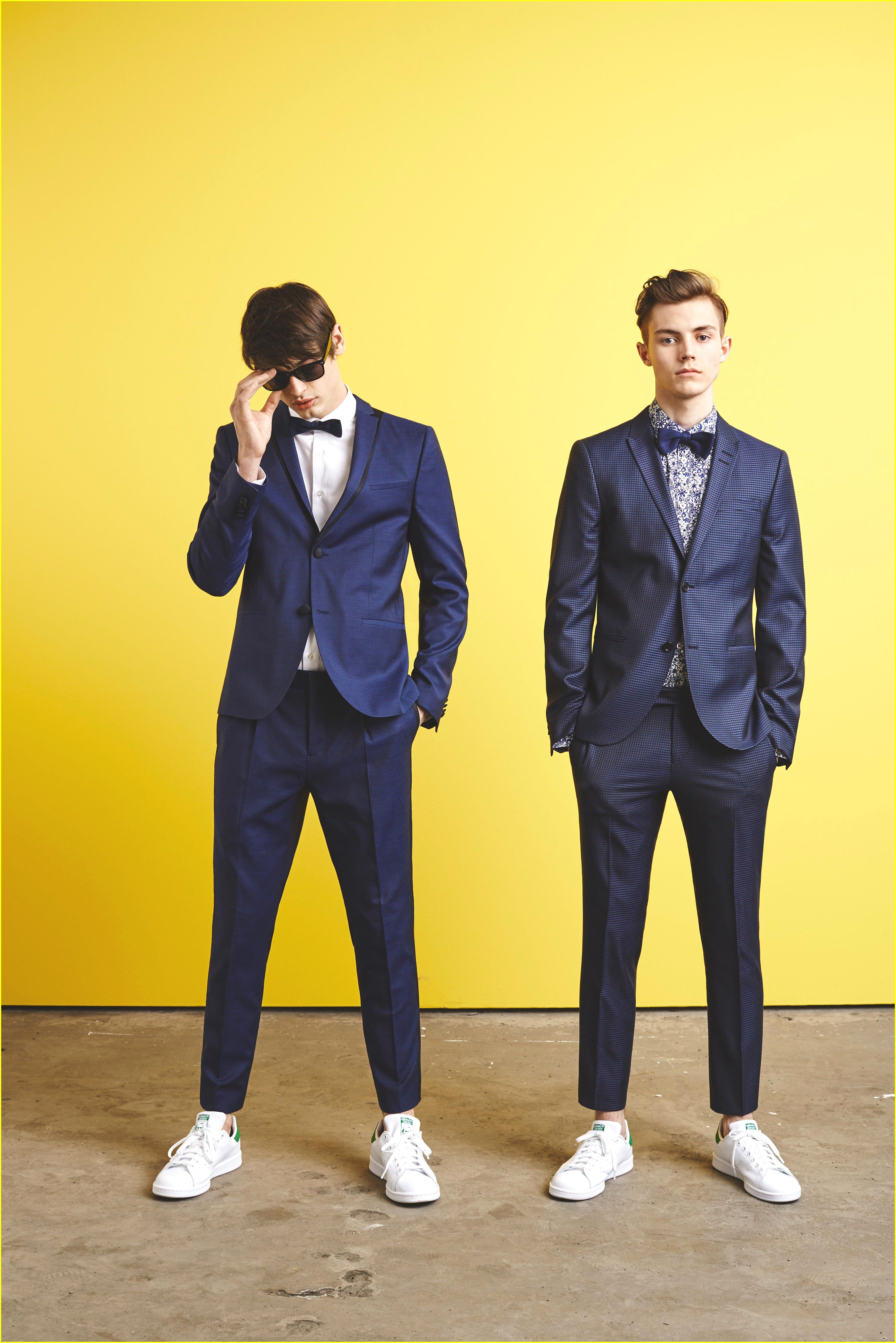 Choosing A New Pair Of Sneakers Do You Want More Information On Sneakers Then Simply Just Click Here To Ge Suits And Sneakers Guys Prom Outfit Suits For Guys