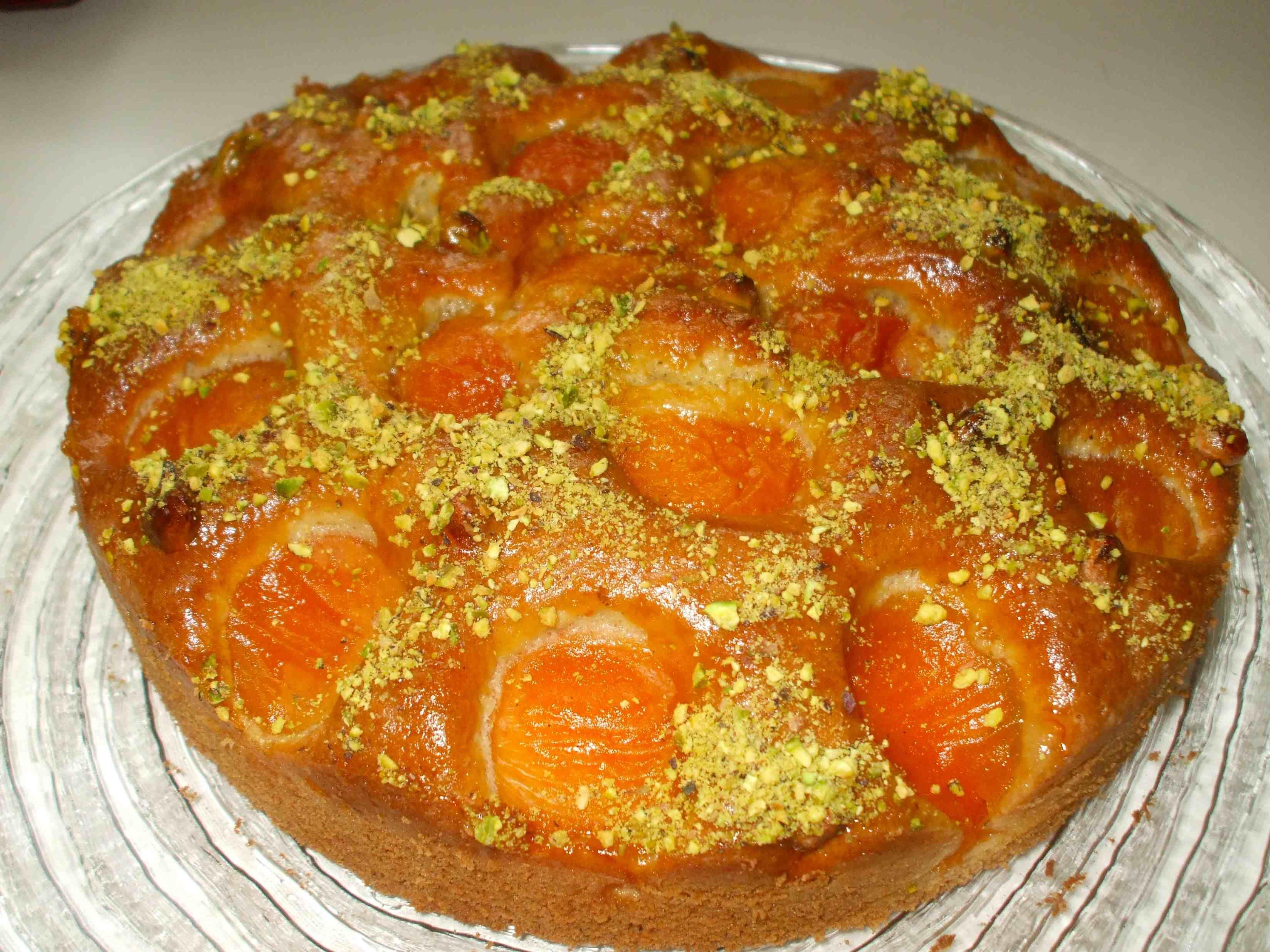 Aprikosenkuchen mit Pistazien