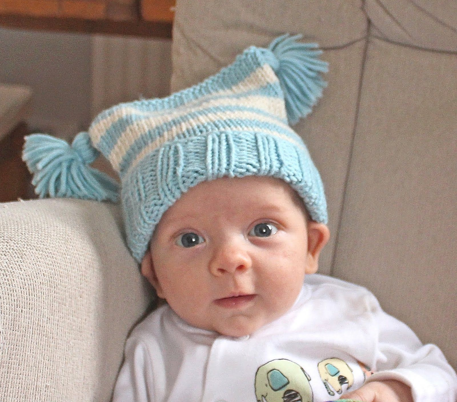 0187136ea65 Free easy knitting pattern for a Baby Tassels Hat