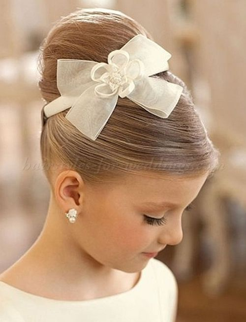 Elegant Top Bun For Flowergirls Flower Girl Hairstyles Flower Girl Updo Elegant Hairstyles