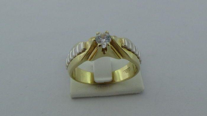 14k Bicolor Ring - Ringmaat: 19.95 mm - 7.5 Gram  14 karaat gouden bicolor ring met een zirkonia steen.De ring is gemerkt met 585. Dit betreft een nieuw sieraad. Gewicht: 7.5 gramRingmaat: 19.95 mmBreedte ringblad: 7.85 mmVerzending: aangetekend en verzekerd met track&trace.33.1.10  EUR 1.00  Meer informatie