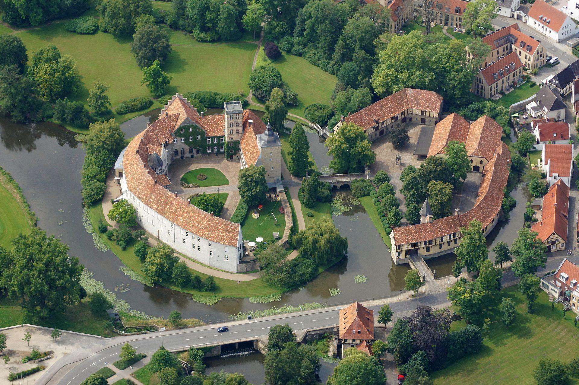Oberburg Unterburg Und Schlossmuhle Vorne Burg Schloss Deutschland Burgen