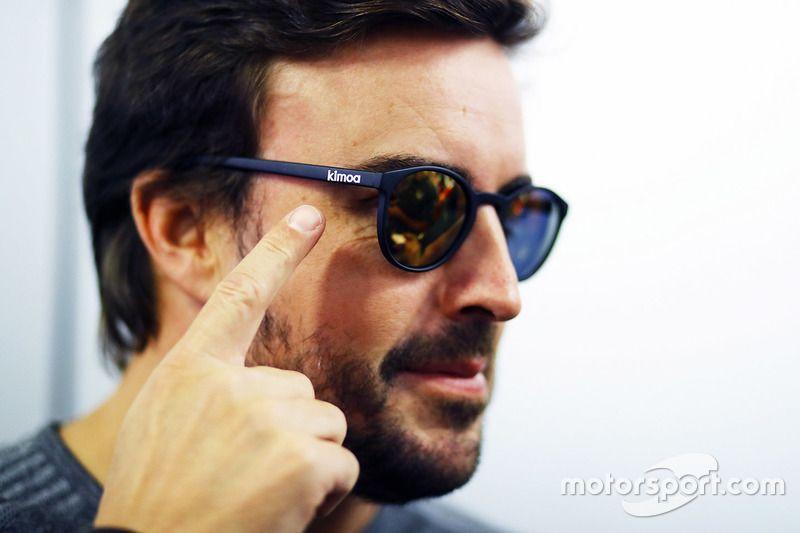 d0104ce9ad Fernando Alonso wearing Kimoa Sunglasses  sunglasses  shades  fashion   streetstyle  bloggers  models  topmodels  gafas  gafasdesol   lunettesdesoleil   ...