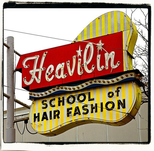 Heavilyn Vintage neon signs, Love neon sign, Old signs
