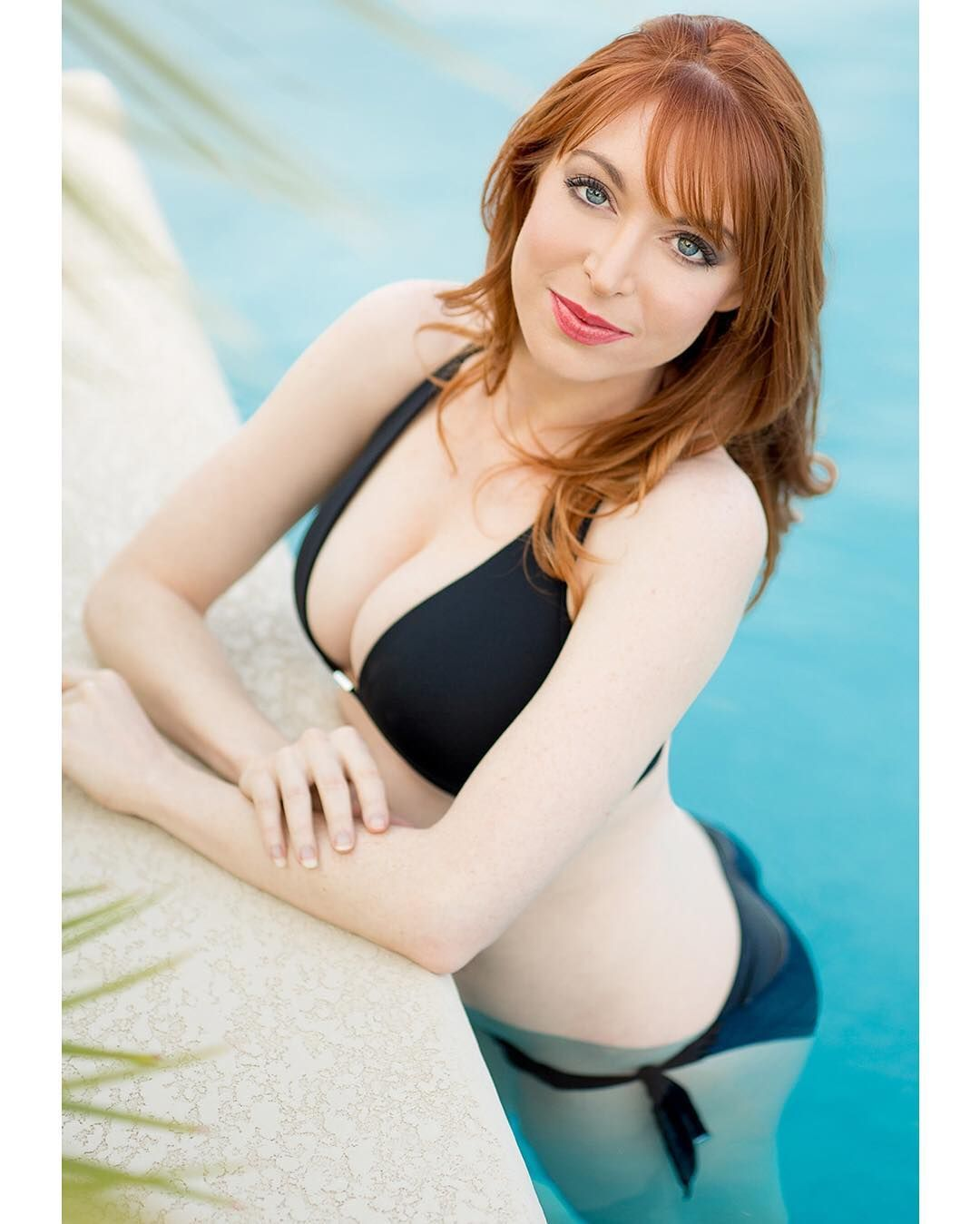 pictures Lisa Foiles