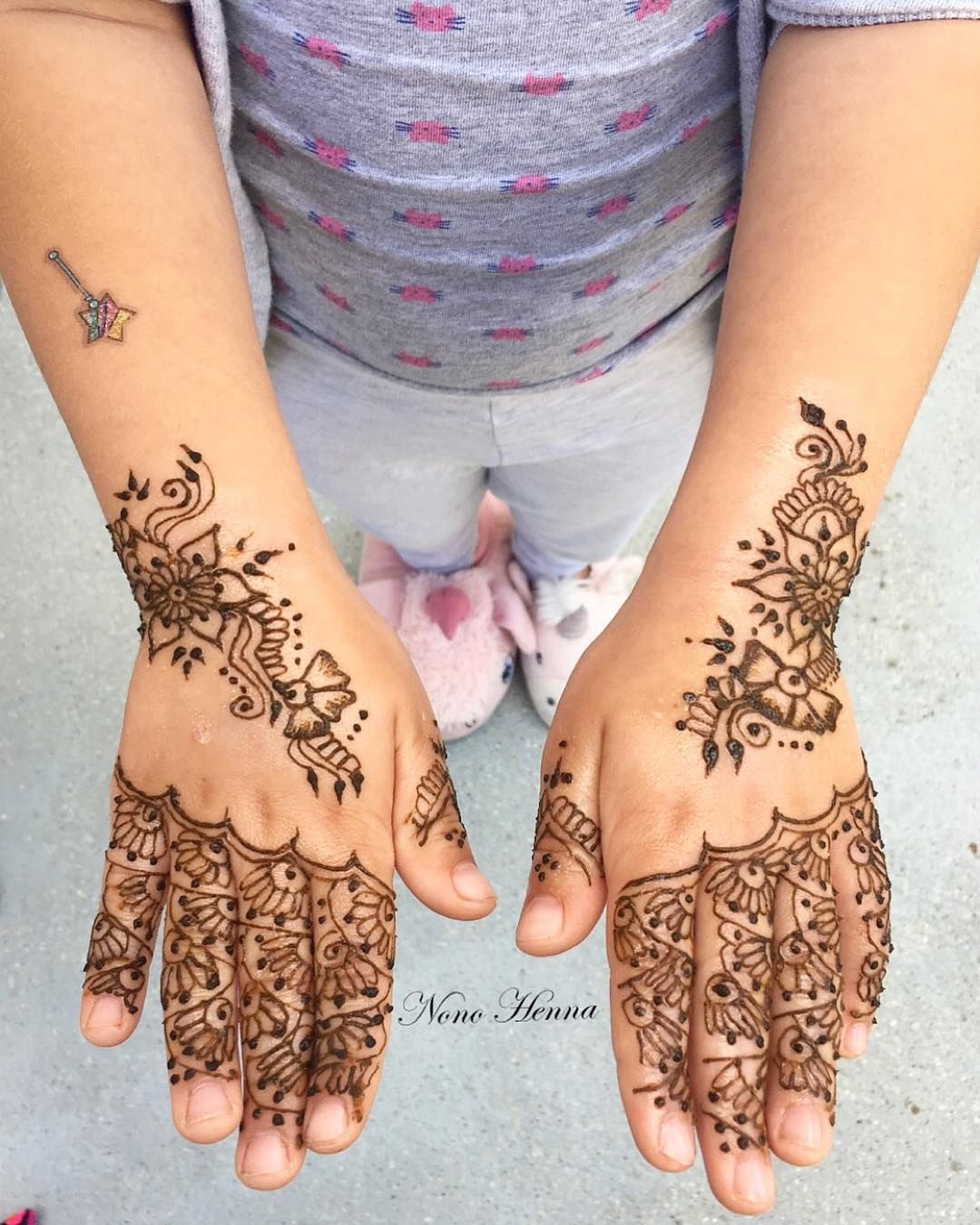 Henna sur une jolie petite cliente henné henna hennaart