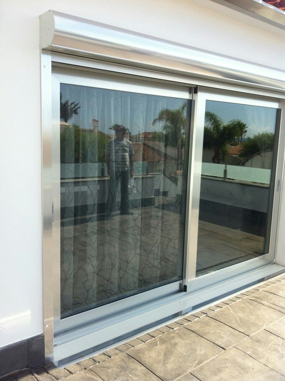 Puertas de aluminio de corredera elebable y cristal de - Persiana enrollable exterior ...
