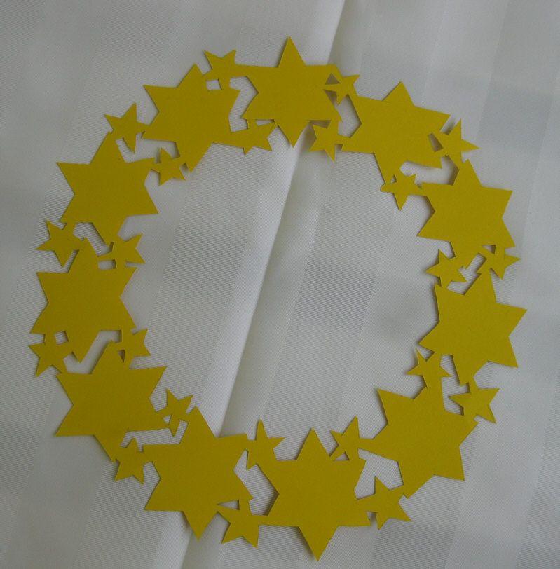 Sternenkranz als fensterschmuck selbst gemacht bastelanleitung tipp vorlage basteln im - Fensterschmuck weihnachten basteln ...